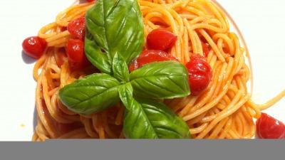 Cesenatico 8 Gli spaghetti ai pomodorini freschi e basilico del Bagno Ferrara un must di ogni estate