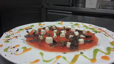 Carpaccio di anguria con feta e tartufo nero