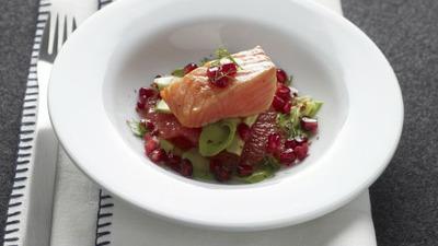 Insalata salmone scottato chicchi rossi crop 4 3 489 370