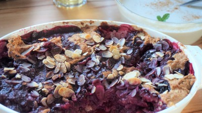 Vegan berry crumble