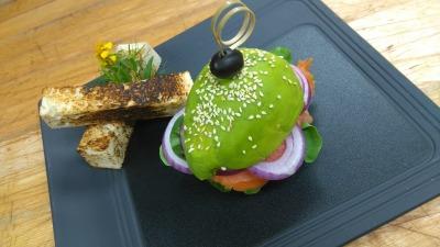 Aguacate hamburguesa de salmon ahumado