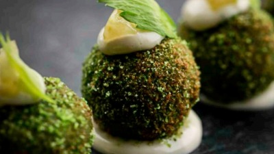 Guineafowl bonbon with celeriac and parsley crumb