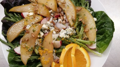 Ramelized pear and blue cheese salad