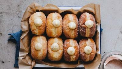 Ντόνατ γεμιστά με κρέμα βανίλιας