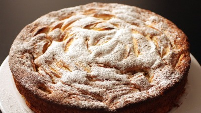 Per gli intolleranti al lattosio torta di mele senza latte e burro