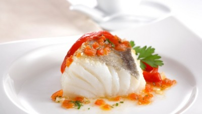 Ilete de pescado en salsa de cherrys y basil