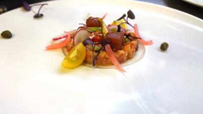 Tartar de tomate y encurtidos
