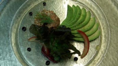 Lachstartar mit Avocado [1280x768]