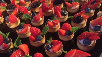 Red fruits tartlets