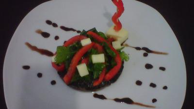 Portobelo confitado con pimientos al balsamico