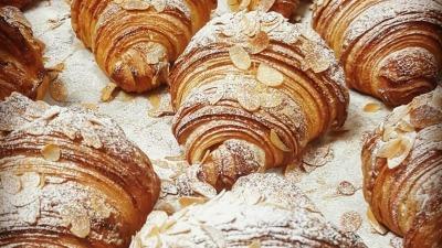 Lmond croissant