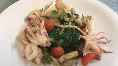 Timballo di patate e bietola con calamari funghi e pomodorini