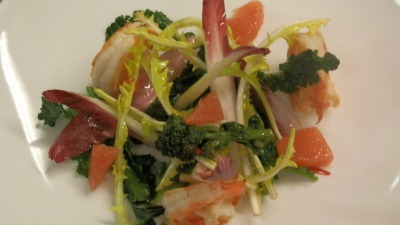 Prawn salad with endive grapefruit and broccoli