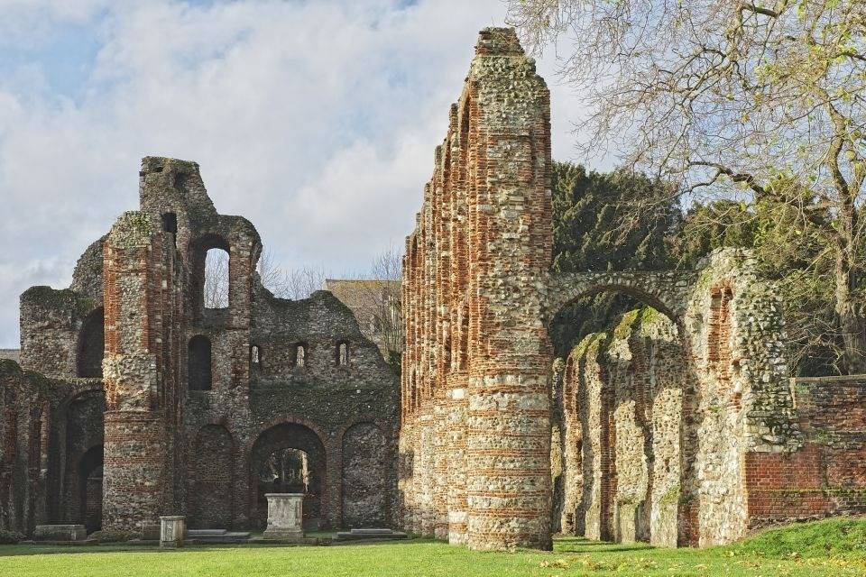 Colchester ruins, a beautiful walk 1h away from Essex.- Take a Chef