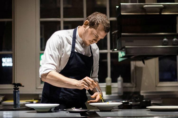 Private Chef in New York preparing a dish
