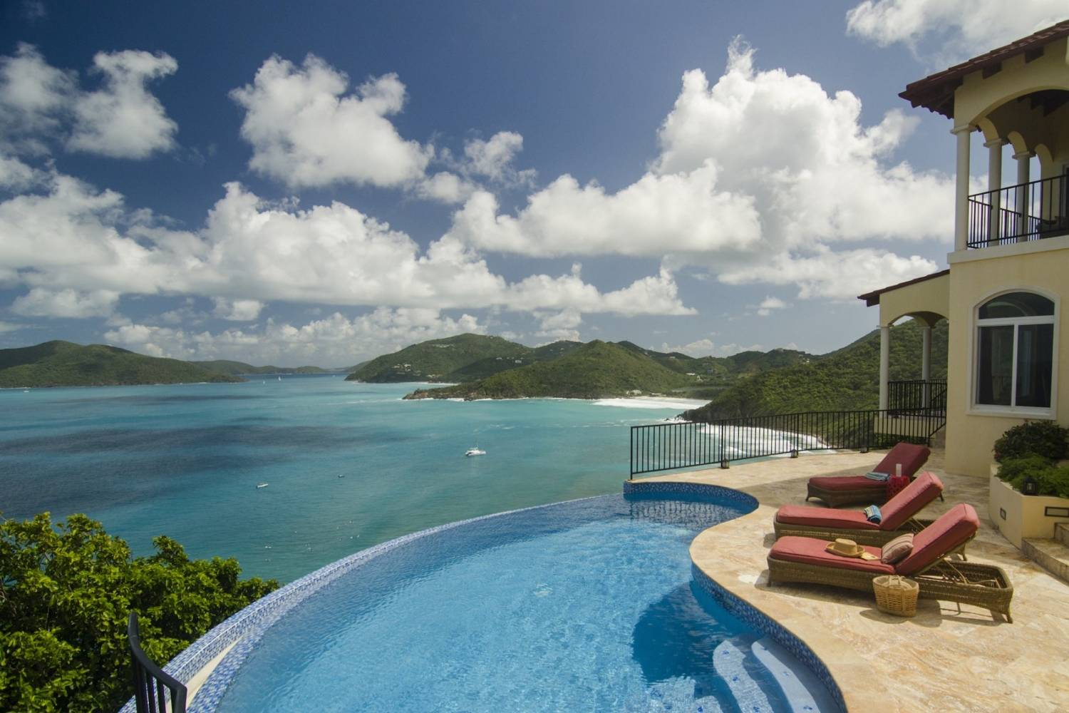 What's better than going to a restaurant? Having a restaurant come to you. Book a Private Chef in Smuggler's Cove, Tortola, British Virgin Islands and enjoy!, header