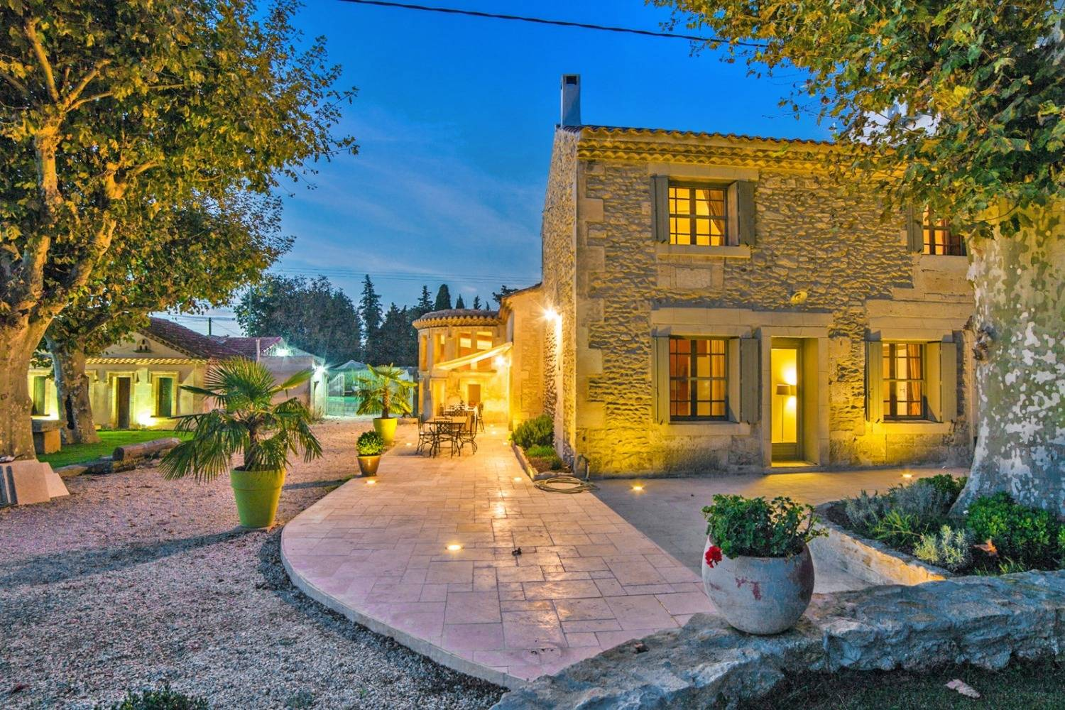 Unearth luxury living with your very own Private Chef. Book one now in Arles Area! header