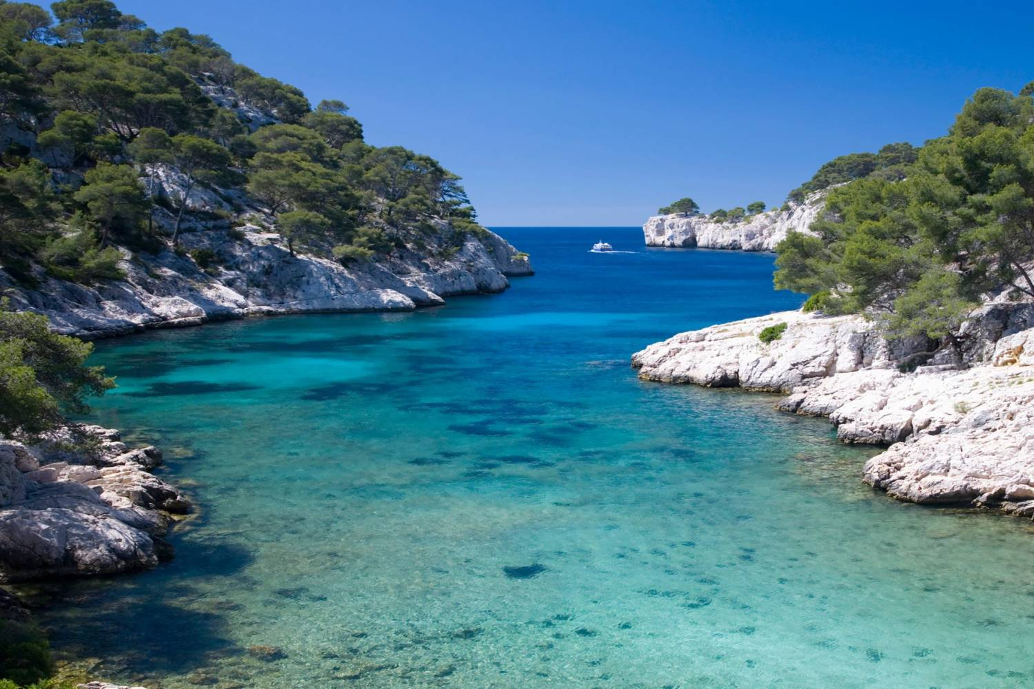 Blue waters of Cassis - Take a Chef