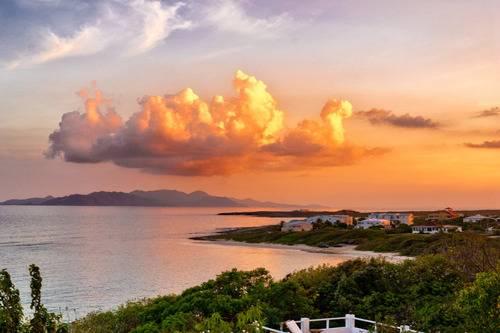 Beautiful beach sunset at Sandy Hill - Take a Chef