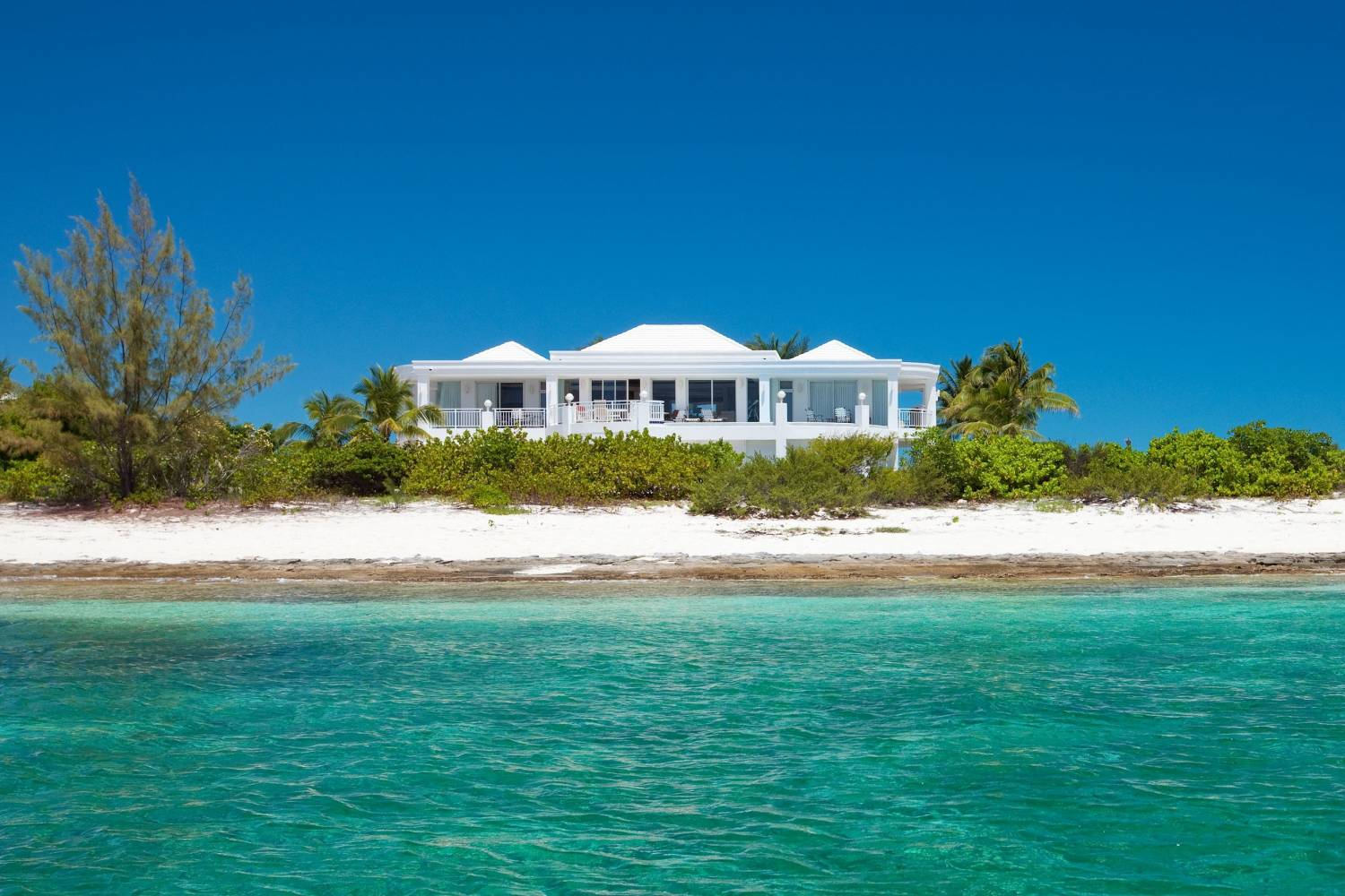 If you enjoy good food and great service, book a Private Chef in Turtle Cove, Turks and Caicos, header