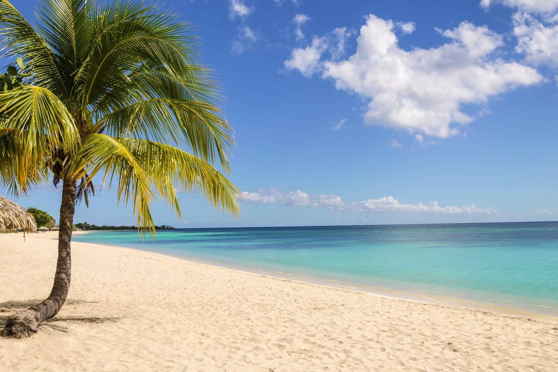 White beach and blue sea at Aruba - Take a Chef
