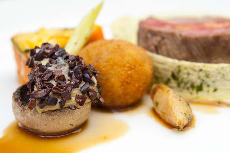 Apuesta por un plan diferente para tu próxima celebración. Hazlo con un Chef a Domicilio de Take a Chef - Takeachef.com