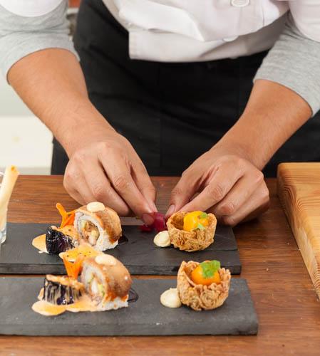 Puedes ser el siguiente en disfrutar de la profesionalidad de un Chef a Domicilio en Ávila. Elige Take a Chef para tu próxima cena - Takeachef.com